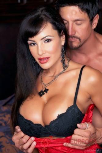 Lisa Ann Gorgeous Wife Started Romance With Chief