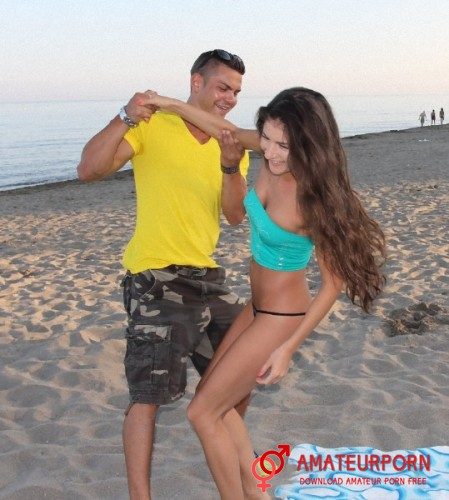 Agnessa Pickup Teen On Beach