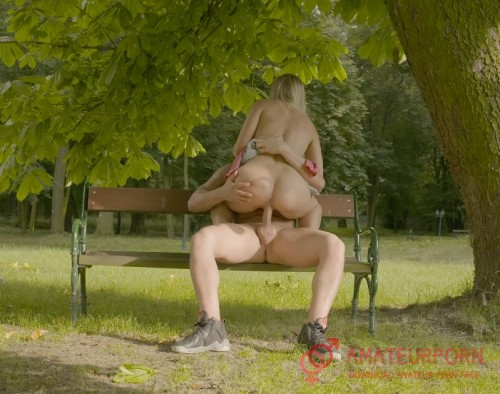 Violette Beautiful Sex In The Park