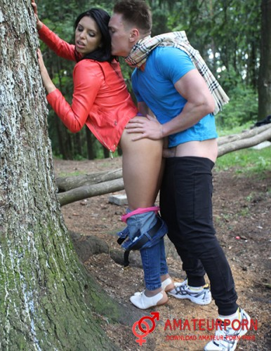 Kira First Date And Sex In Forest