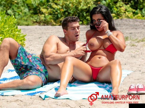 Mary Jean Sex With Milf Latina On The Beach