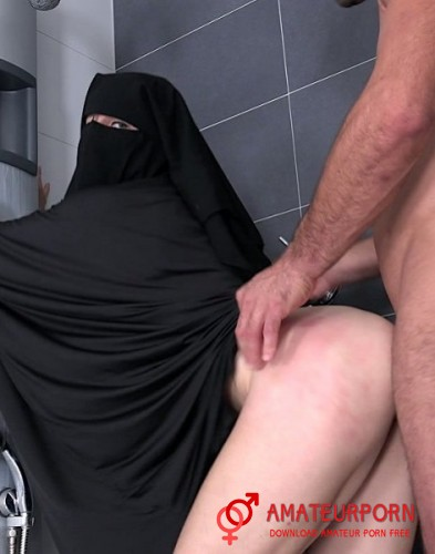 Valentina Ross Sex In Hijab