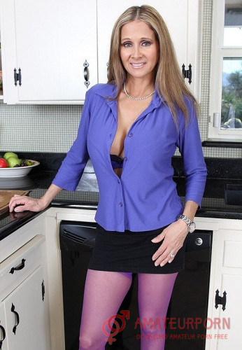 Rio Blaze Milf Want Sex With Boy